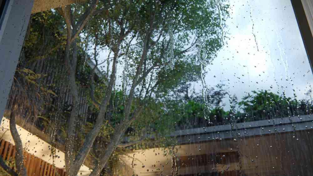 Raindrops-close-up-2.jpg